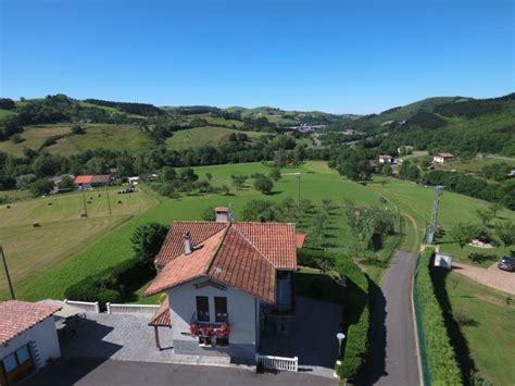 Casas rurales cerca de la ermita de 8 apellidos vascos