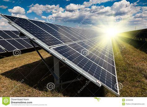 Central Eléctrica Usando Energía Solar Renovable Foto de ...