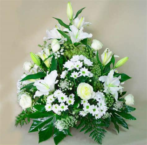 Centro de flores blancas para difuntos Valencia