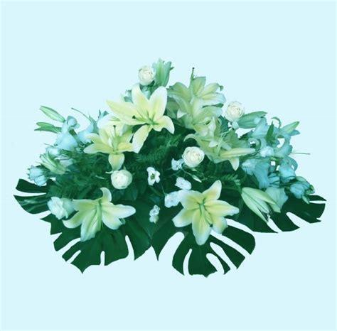 Centro de flores de difuntos de color blanco, envio a ...