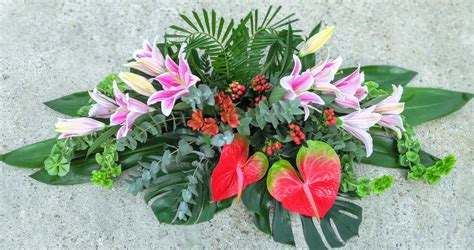 Centro de flores para difuntos | Arranjos de flores ...