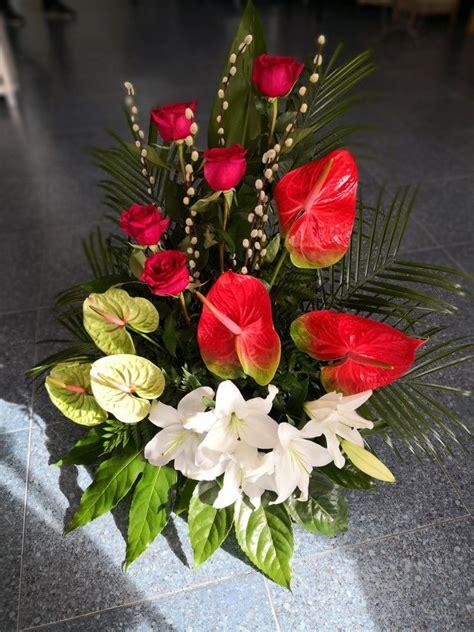 Centro de flores para difuntos | Bellos arreglos florales ...