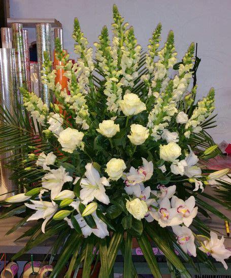 Centro de flores para funeral en León   Arreglos florales ...