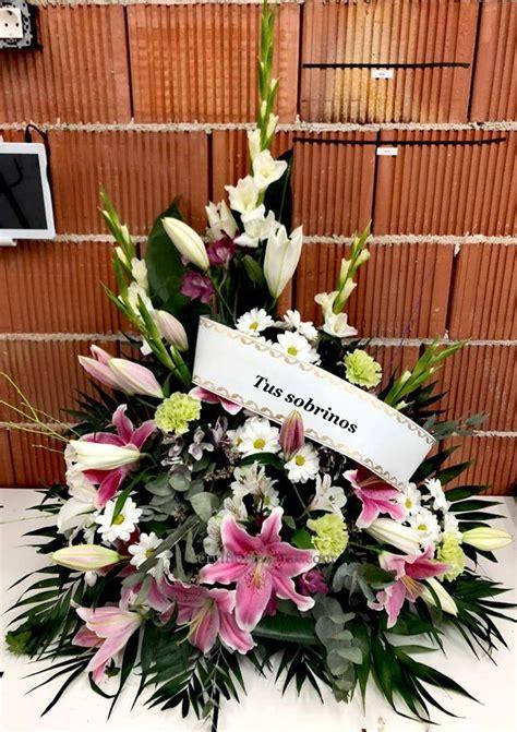 Centro de flores para funeral ofrendado para Tanatorio ...