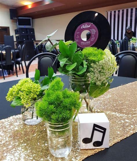Centro de mesa en tonos verdes | Tonos de verde, Centros ...