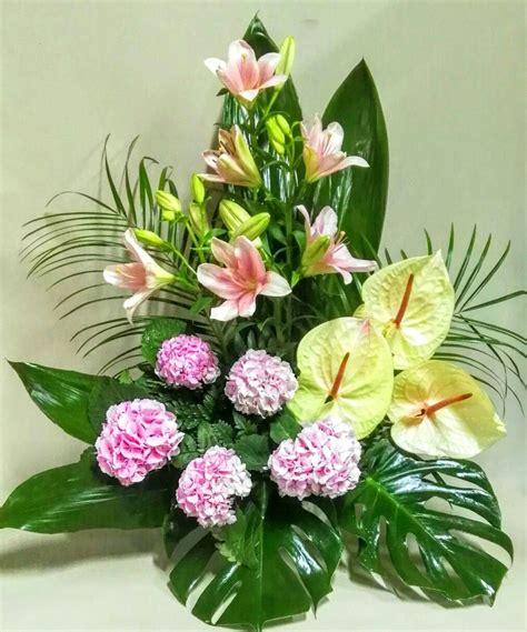 Centros de flores de cementerio   Creative flower ...