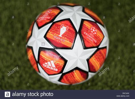 Cerca del final de la UEFA Champions League de adidas ...