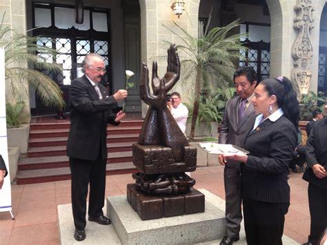 Ceremonia del Cambio de la Rosa de La Paz en Homenaje a ...