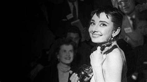 Check out this Audrey Hepburn Oscar Dress & Oscar Ceremony ...
