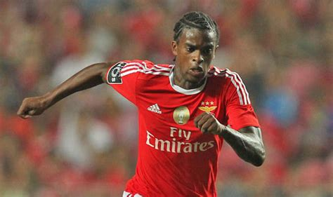 Chelsea lead Arsenal in race to sign talented Benfica ...
