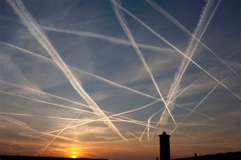 Chemtrails Vs. Contrails – What's Really Going on ...