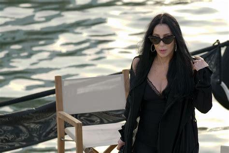 Cher: 72 años devorando hombres   Chic