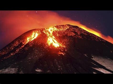 Chile: vulcão Villarica entra em erupção   YouTube