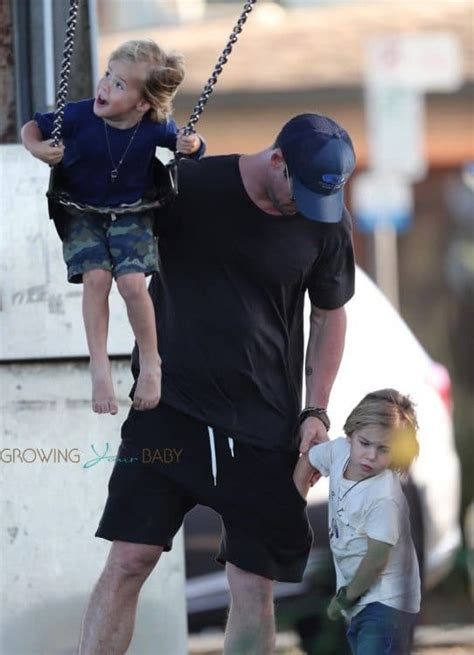 Chris Hemsworth and Elsa Pataky Stroll in Byron Bay With ...