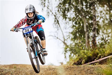 Ciclismo de montaña, modalidad Downhill   DH   la bicikleta