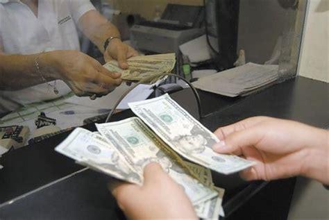 Cierra el dólar en 21.05 pesos, tras renuncia de Agustín ...