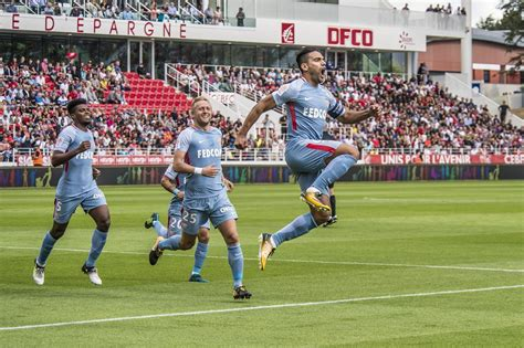 Cinco goles en tres partidos. Radamel Falcao señoras y señores