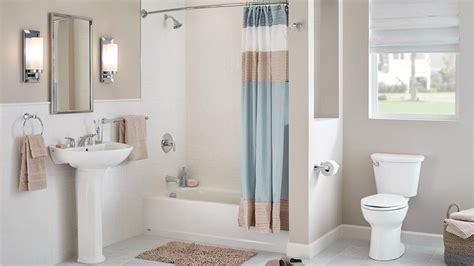 Cinco maneras de convertir un baño principal pequeño en ...