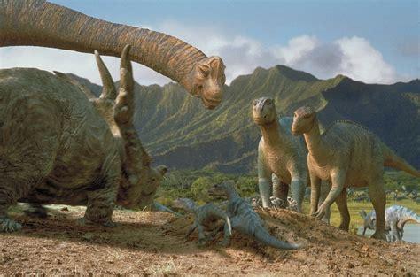 Cine 9009:  Dinosaurio   2000 .
