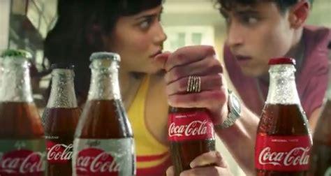 Coca Cola actualiza su icónico anuncio con un toque muy ...