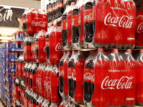 COCA COLA INVIERTE $770 MILLONES PARA RECUPERAR A KIOSCOS ...