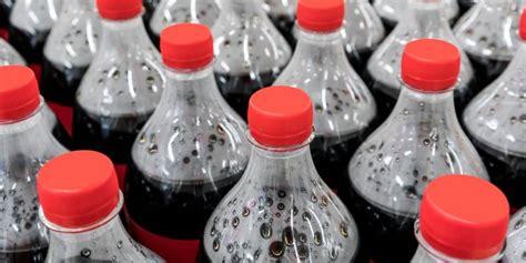 Coca Cola no se despedirá de las botellas plásticas ...