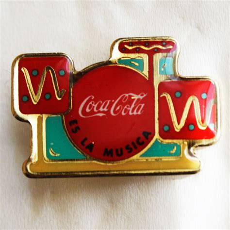 Coca Cola – Es la Música – Antiguo Pin Insignia   MilaToni