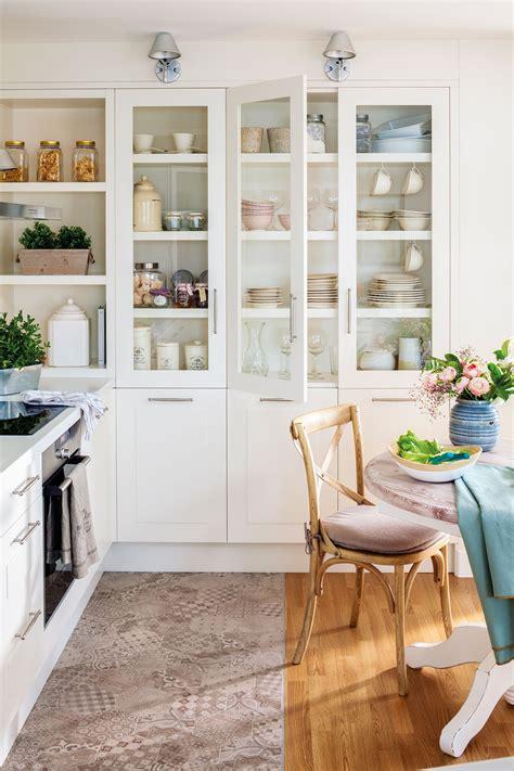 Cocina blanca con vitrina y office_ 00455156 | Casas ...