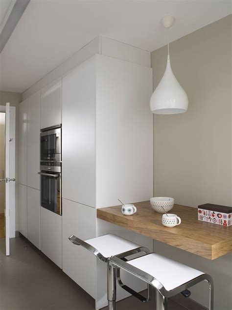 Cocina con barra volada | Remodelación de cocina pequeña ...
