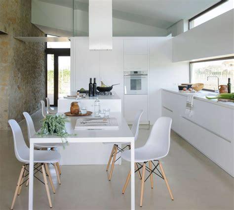 Cocina moderna   Blanco   Pequeñas   con Isla   Decoración ...