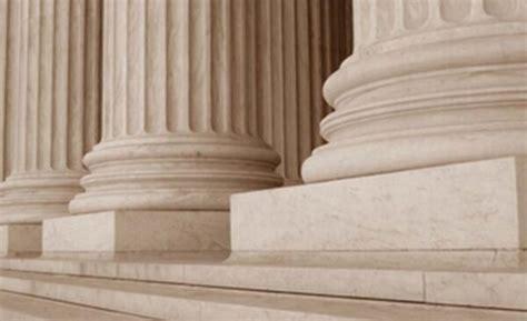 Colegio oficial de Peritos Judiciales ¿existe?