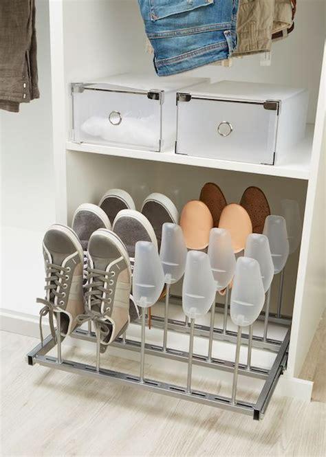 Coloca el calzado dentro del armario disfrutando al máximo ...