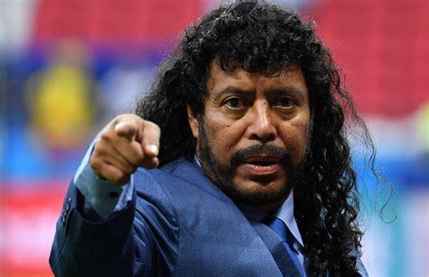 Colombie: pris à partie, René Higuita frappe un supporter