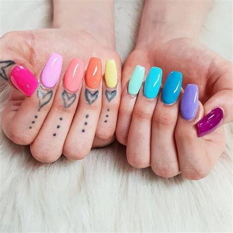Colores de esmalte de uñas 2020; colores de moda