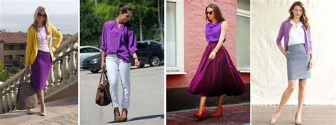 Combinar una prenda de color violeta malva morado
