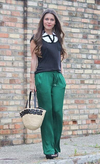 Como combinar umas calças verdes