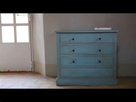 Como dar efecto envejecido a muebles con Chalk Paint   YouTube