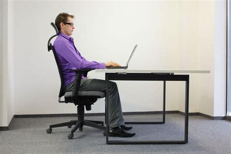 ¿Cómo debo sentarme para evitar dolores de espalda?   La ...