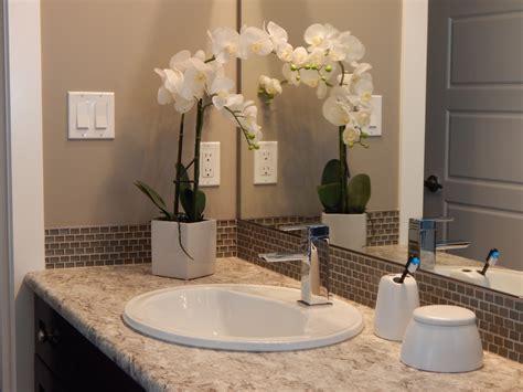 ¿Cómo decorar un baño pequeño? Te traemos 5 interesantes ...