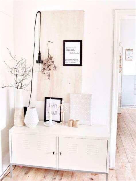 Cómo decorar un recibidor pequeño en blanco   Zonas de paso