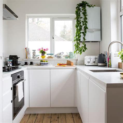 Como decorar una cocina moderna blanca. Cocina en forma de ...
