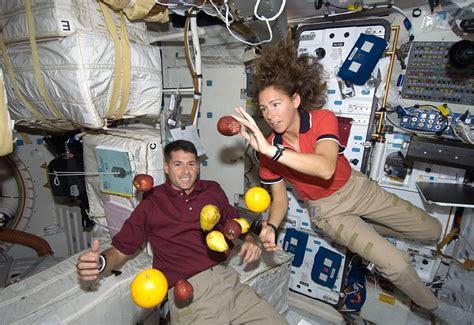 ¿Cómo duermen los astronautas en el espacio?   Muy Interesante