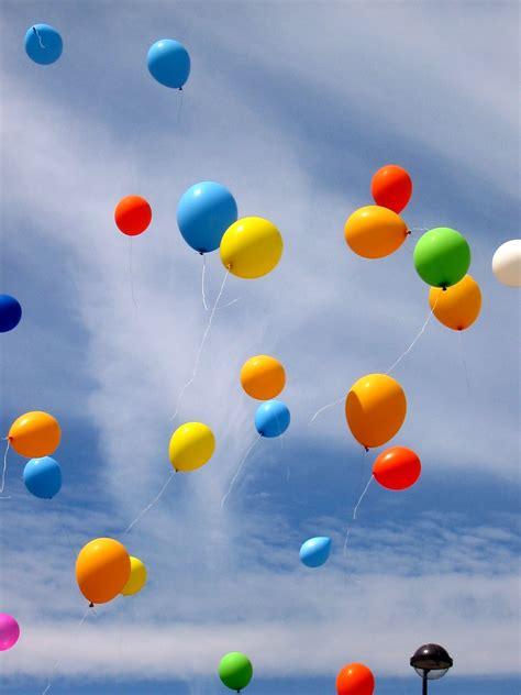 Cómo le explico por qué algunos globos suben y otros caen