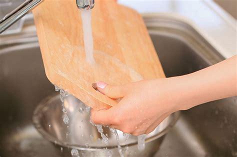 Cómo limpiar la tabla de picar de madera correctamente ...