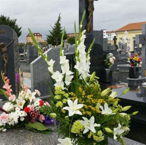 Cómo llevar un centro de flores al difunto en el cementerio