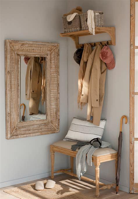 Cómo ordenar y organizar la ropa con colgadores y percheros