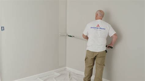 ¿Cómo pintar las paredes con rodillo?   Benjamin Moore ...