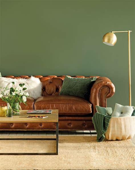 Cómo pintar un salón comedor con muebles oscuros