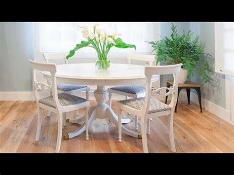 Cómo pintar una mesa de comedor de madera en blanco ...