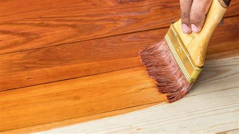 Cómo pintar una mesa de madera vieja de manera correcta
